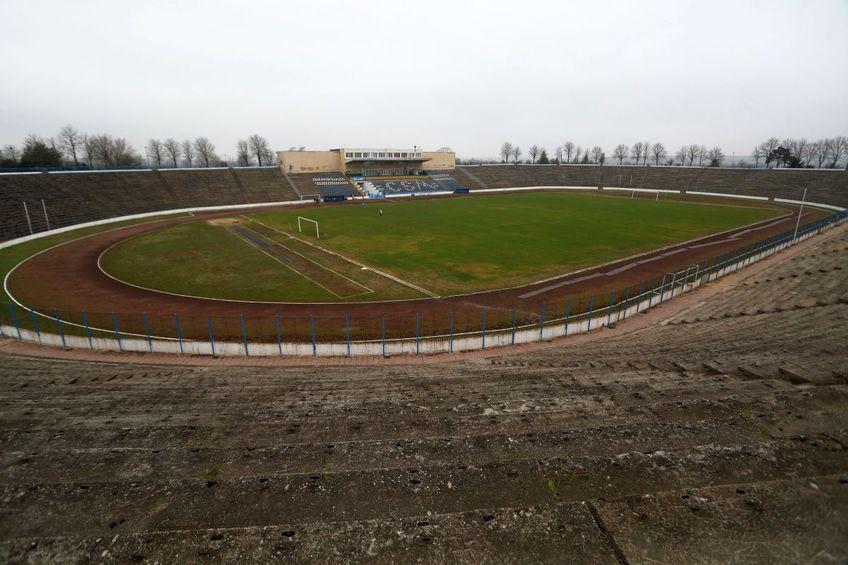 Stadionul din Medgidia, un uriaș al României, cu peste 30.000 de locuri, zace într-un peisaj gri, fără planuri de viitor / FOTO: GSP