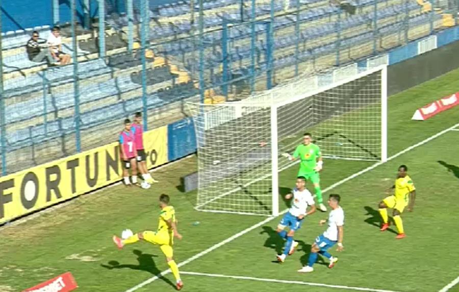 Farul - CS Mioveni 2-1 » Hagi câștigă cu emoții, în prelungiri, în ciuda unor noi erori grave de arbitraj împotriva echipei sale!