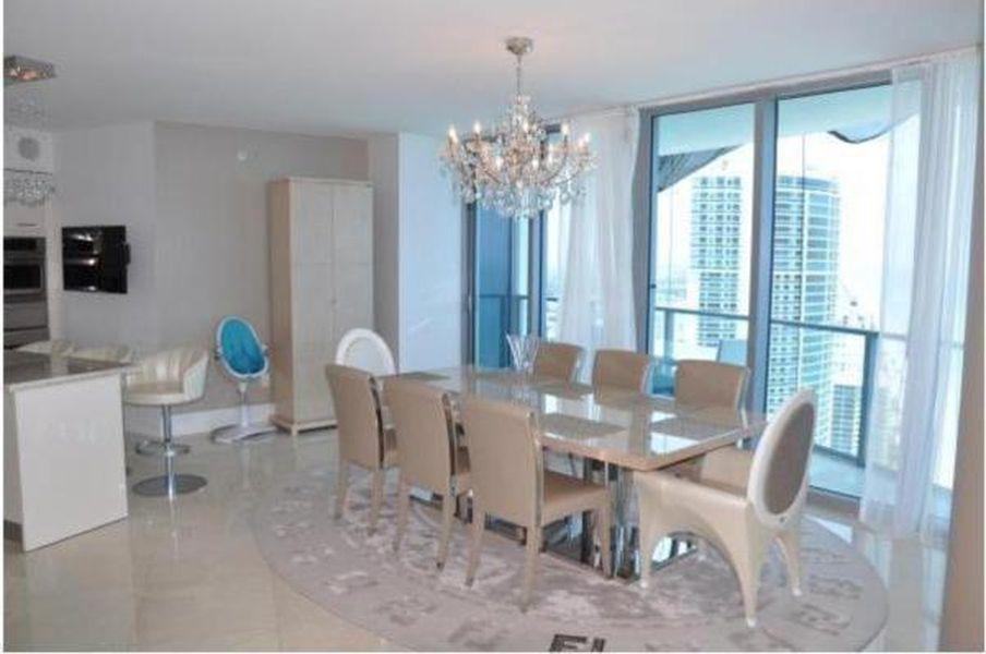 FOTO Cristi Borcea și-a vândut apartamentul din Miami » Ce profit a scos și cum arată penthouseul