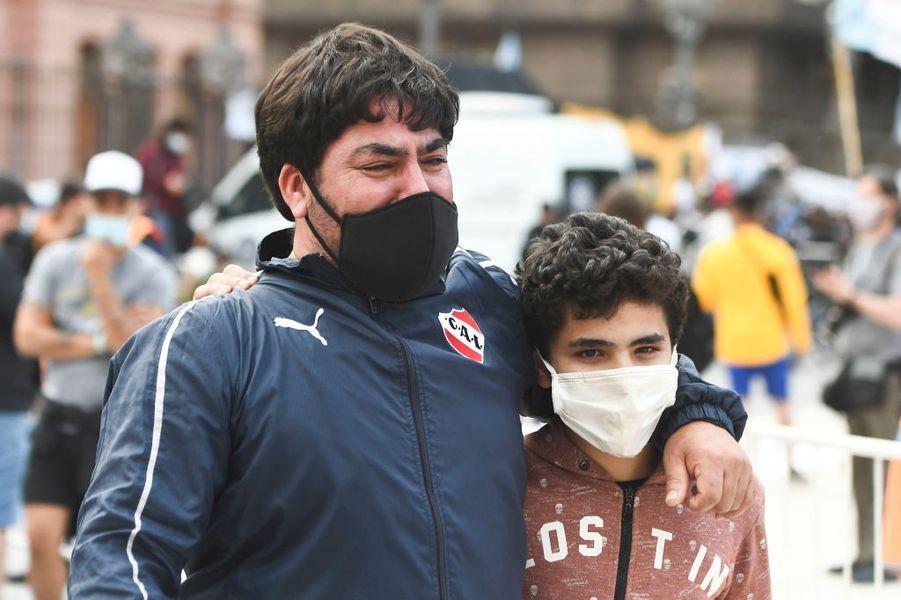 A murit Diego Maradona. 40 de imagini zguduitoare din lume