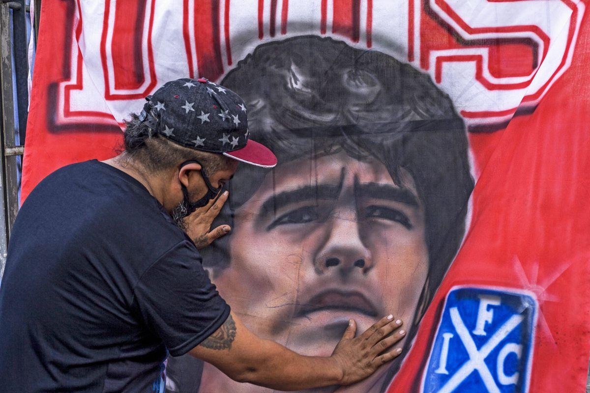 """VIDEO. Diego Maradona va fi înmormântat în această seară: """"A fost dorința familiei lui"""""""