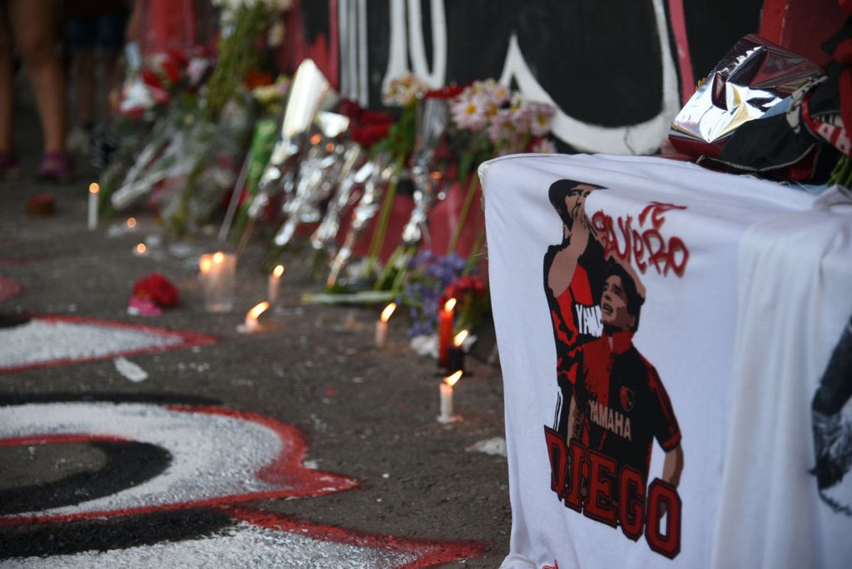 Pele, la mormântul lui Diego Maradona, subiectul unui fake-news devenit viral » Ce se ascunde în spatele imaginii