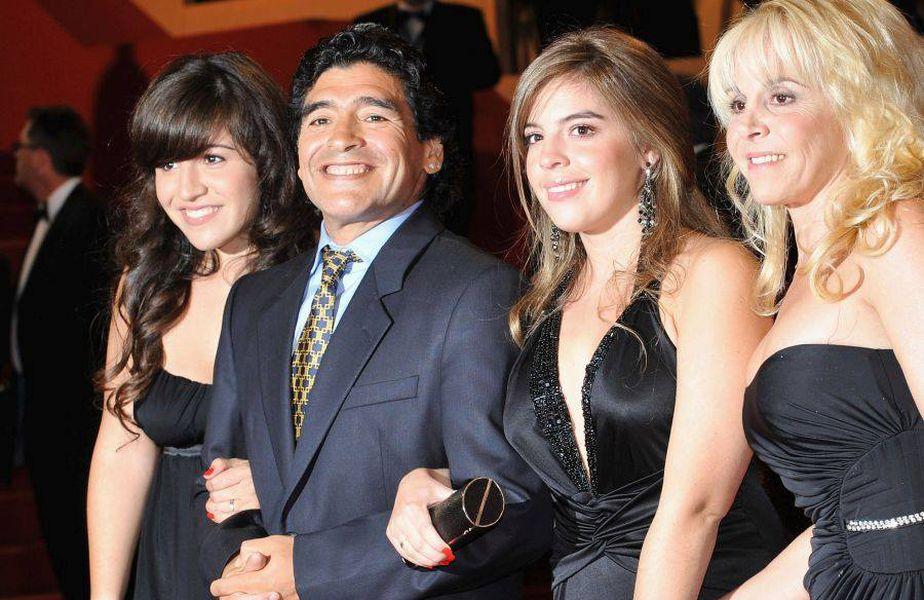 """Diego Maradona a murit miercuri, 25 noiembrie 2020, la doar 60 de ani. După o carieră fantastică, """"El Diez"""" nu a rămas cu foarte mulți bani, stilul lui de viață fiind unul costisitor."""