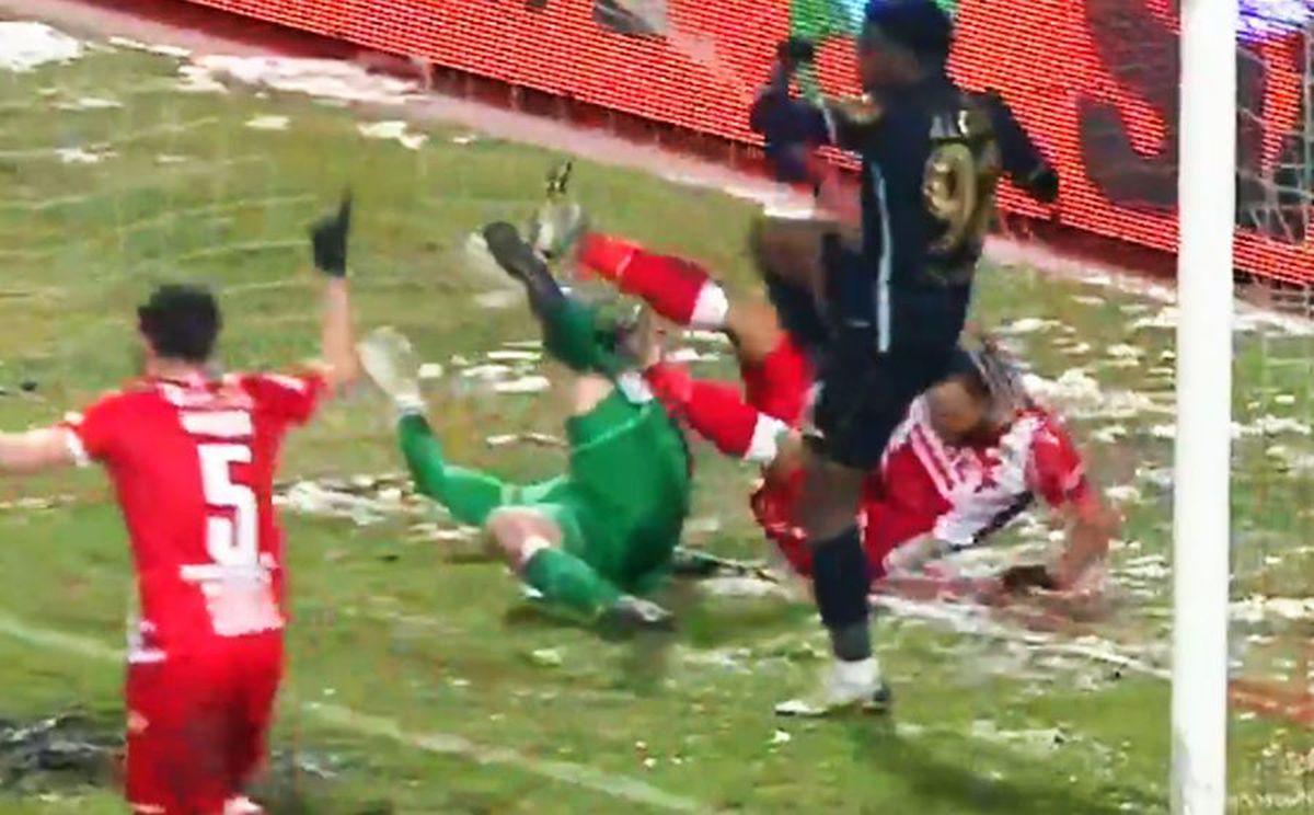 Dinamo - Gaz Metan, fault portar / FOTO: Captură @TV Telekom Sport