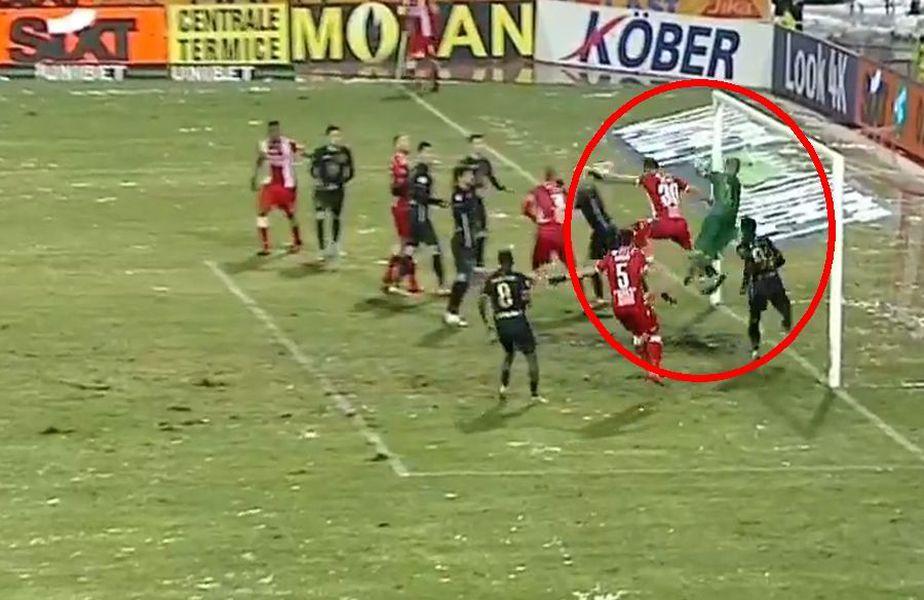 În minutul 43, la scorul de 1-1, Dinamo a preluat conducerea în partida cu Gaz Metan, după un fault nesemnalizat în prealabil la portarul Pleșca.