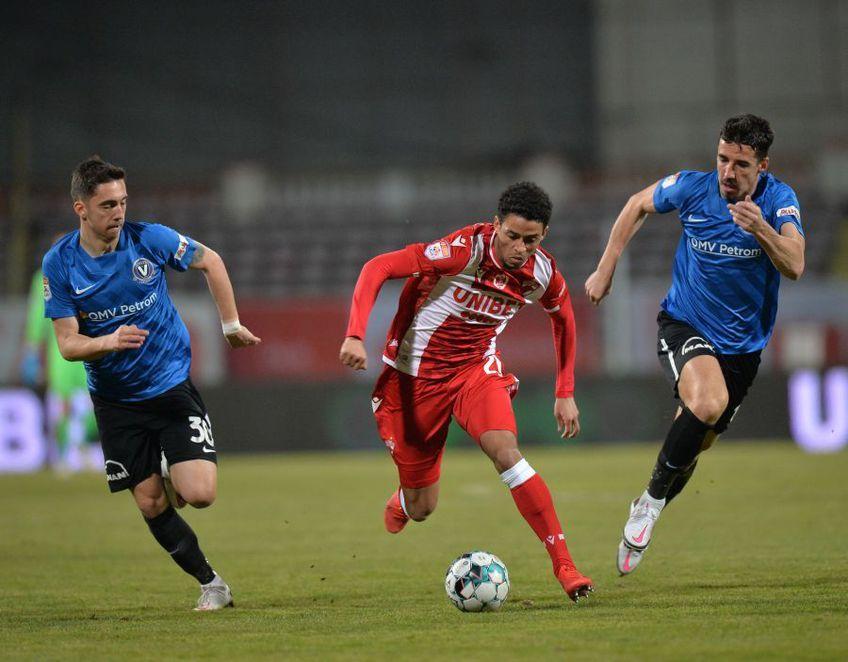 Jonathan Morsay, 23 de ani, a fost adus împrumut de la Chievo Verona, Dinamo având la vară opțiunea de a-l achiziționa de la gruparea din Serie B