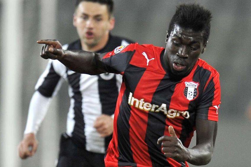 Dinamo așteaptă până mâine un răspuns din partea atacantului Yazalde Gomes Pinto (32 de ani).