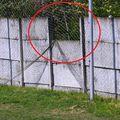 Acesta este locul unde și-a pierdut viața micuțul David Chiric, strivit de plăcle de beton ale gardului arenei Dunărea 2