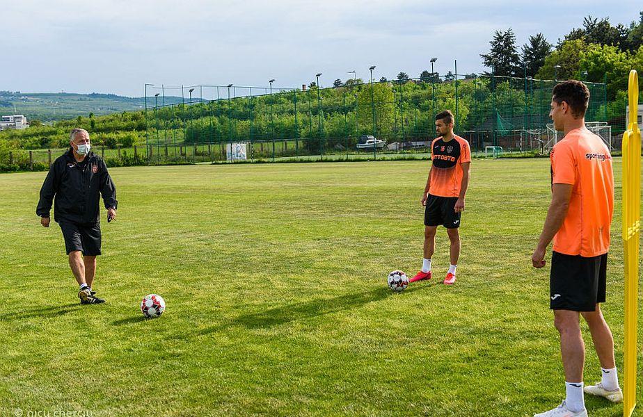 Jucătorii de la CFR Cluj trag tare sub comanda lui Petrescu // foto: facebook.com/cfr1907/