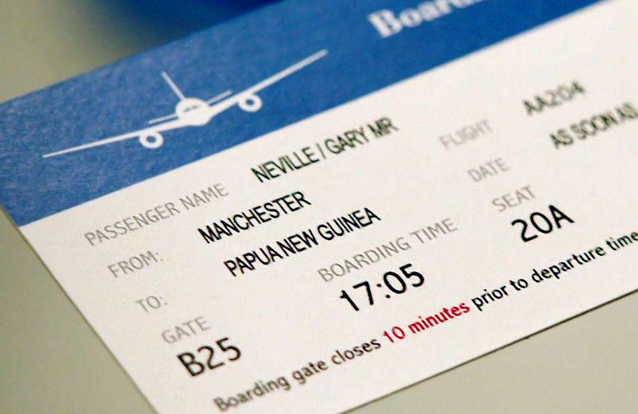 Garry Neville a anunțat că se va muta în Papua Noua Guinee dacă Liverpool se va impune în Premier League.