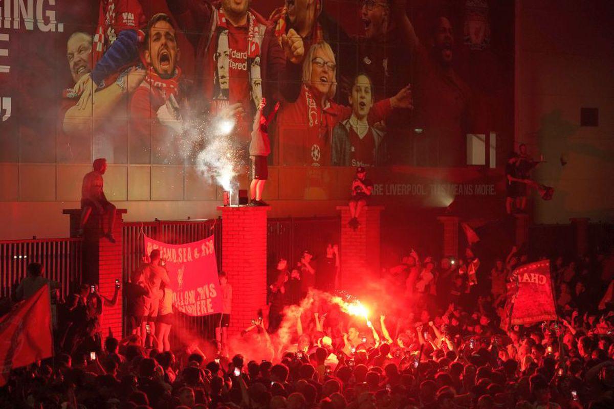 10 persoane arestate la petrecerea de titlu de la Liverpool » Care a fost motivul