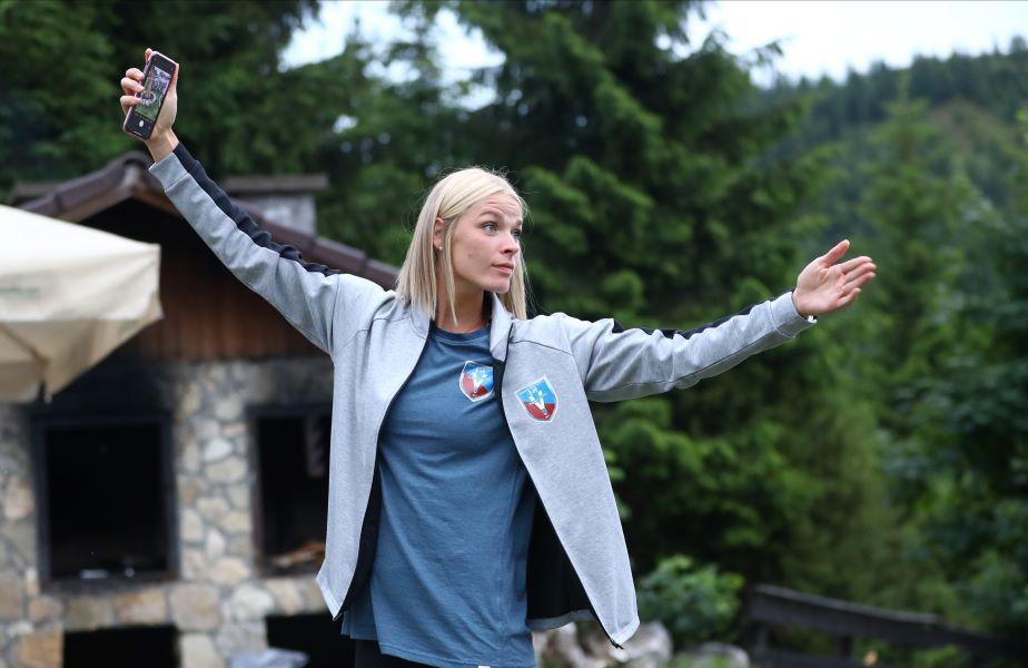 Ewgenija Minevskaja într-un moment de relaxare în aerul curat de munte Foto Marius Ionescu