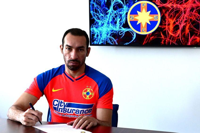 Paulo Vinicius a semnat cu FCSB // foto: Facebook @ FCSB