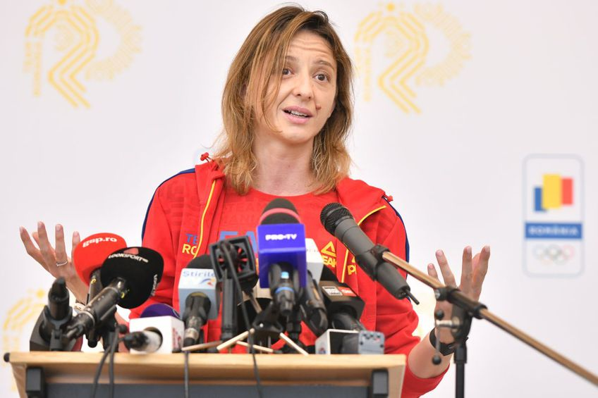 Ana Maria Popescu, în Salonul Oficial de la Henri Coandă