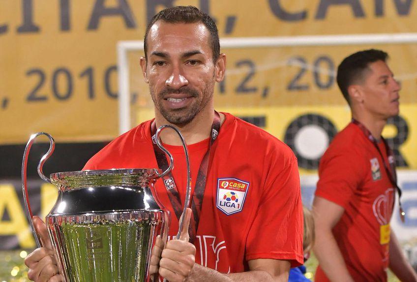 FCSB l-a transferat pe Paulo Vinicius (36 de ani), fundașul central care a evoluat în ultimiii 4 ani la CFR Cluj, alături de care a reușit să câștige 4 titluri la rând.
