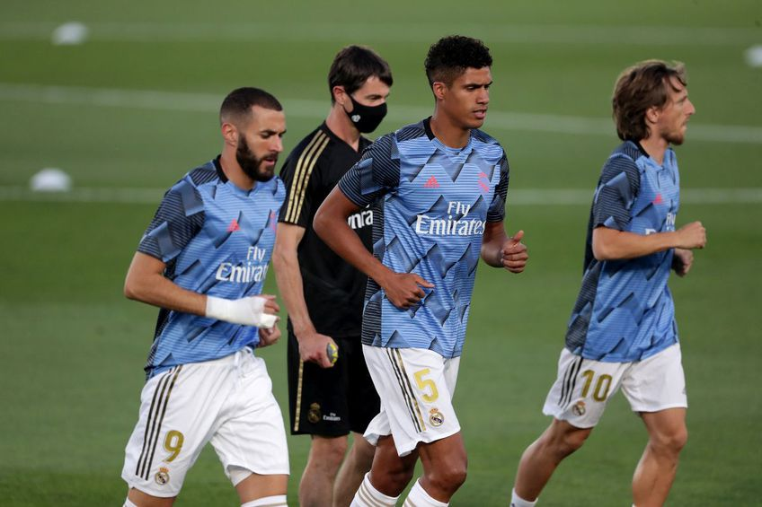 """Real Madrid și Manchester United au ajuns la un acord pentru transferul lui Raphael Varane (28 de ani). """"Diavolii"""" au făcut anunțul oficial."""