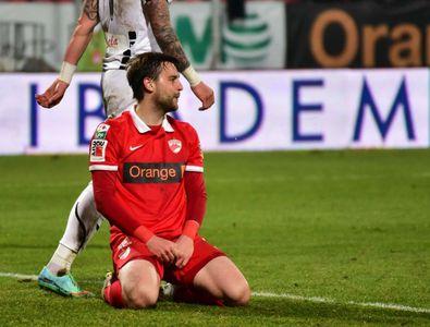 Gest incredibil al unui fost jucător al lui Dinamo » L-a făcut KO pe portarul advers după ce l-a lovit cu piciorul în cap