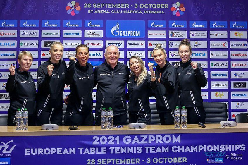 Echipa feminină a României la conferința de presă FOTO FRTM