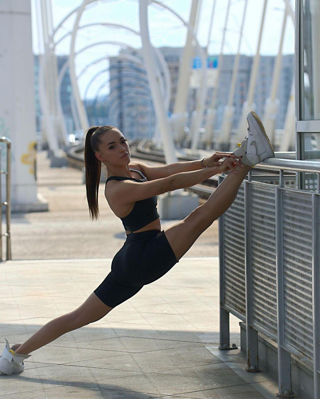 FOTO Larisa Iordache a avut o vară fierbinte! Sexy-gimnasta, mai hot ca niciodată pe plajă
