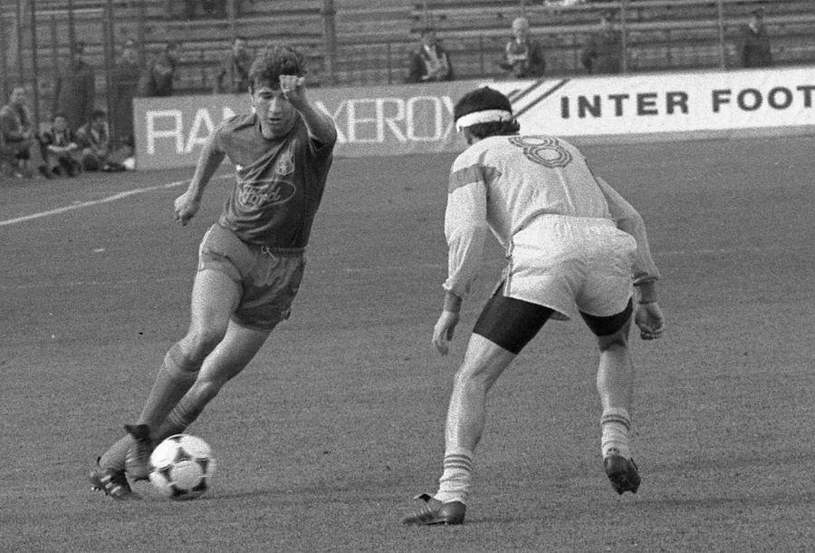 Dan Petrescu, tânăr jucător la Steaua