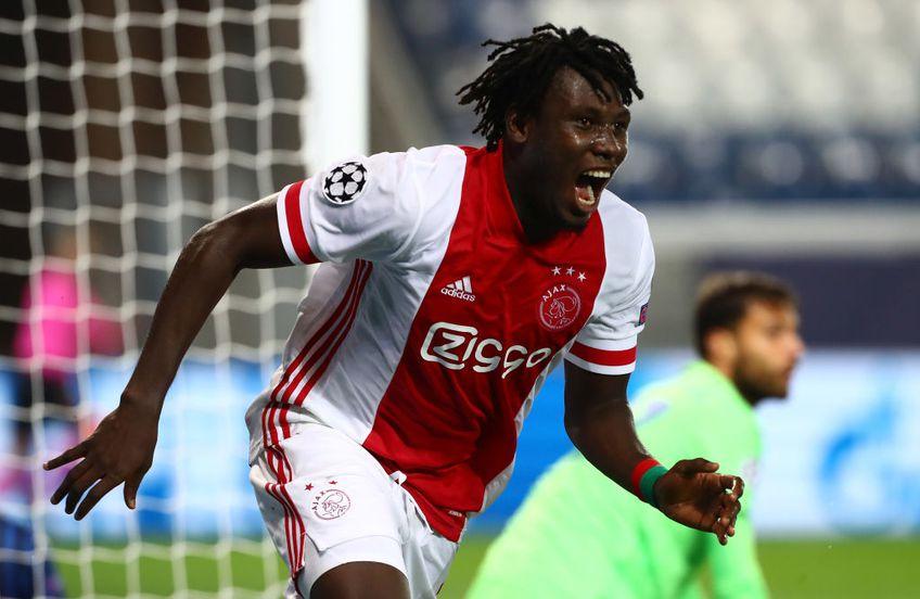 Ajax Amsterdam a descoperit un nou puști-teribil. E vorba de Lassina Traore, atacant de 19 ani din Burkina Faso.