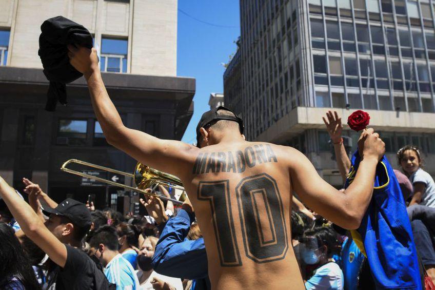 """Mostrele de iubire pentru Maradona au """"curs"""" pe străzile din Buenos Aires foto: Guliver/Getty Images"""
