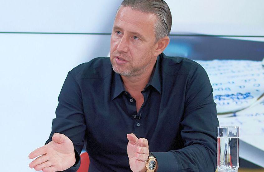 FCSB. Laurențiu Reghecampf (45 de ani) a intervenit târziu, aproape de miezul nopții, și a răspuns punctual acuzelor lansate de Gigi Becali (62 de ani).