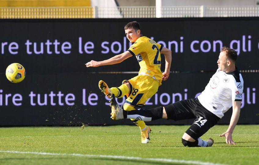 Valentin Mihăilă surprins în acțiune la meciul Spezia-Parma 2-2 foto: Imago