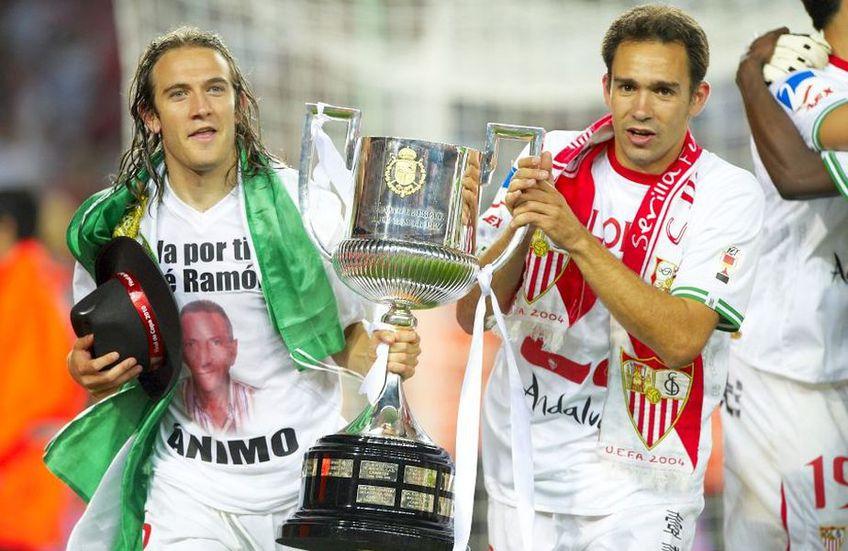 Diego Capel de la FC Sevilla (stânga) sărbătorește alături de Lolo, pe Camp Nou, câștigarea Cupei Regelui în fața lui Atletico Madrid, în 2010, scor 2-0. Foto: Guliver/GettyImages