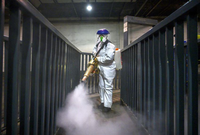 Coronavirus poate rezista zile bune pe suprafețe // sursă foto: Guliver/gettyimages