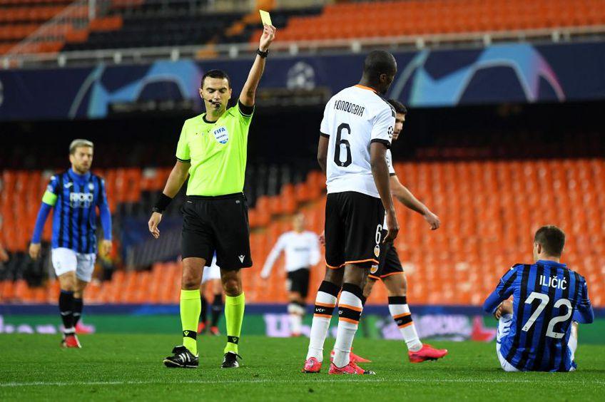 Ovidiu Hațegan a condus meciul Valencia - Atalanta. foto: Gulvier/Getty Images