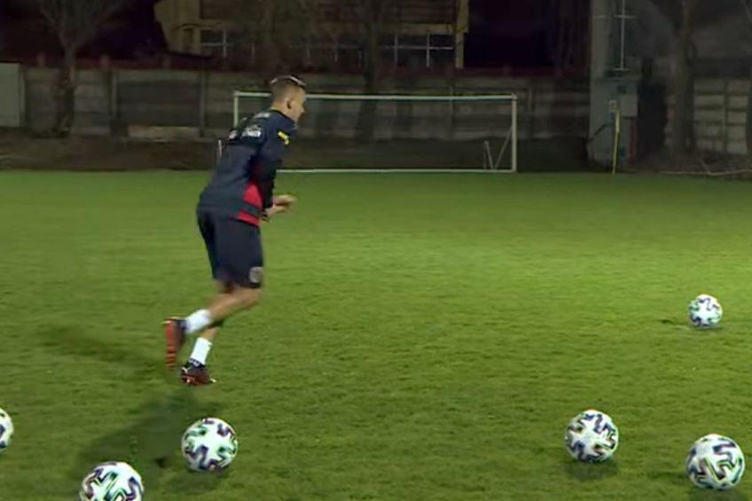 Nicușor Bancu a fost învins de Alexandru Cicâldău în provocarea penalty-urilor // foto: captură @ FRF TV