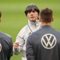 """Tabloidul german Bild susține că selecționerul Joachim Low nu-l va titulariza în această seară, contra """"tricolorilor"""", pe Manuel Neuer, 35 de ani, și că va alege dintre Ter Stegen și Kevin Trapp."""