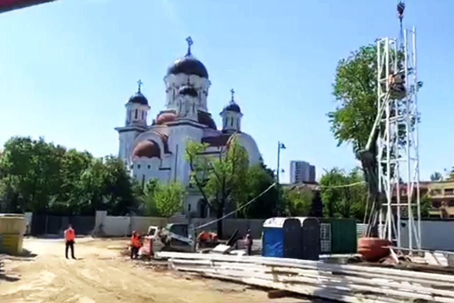 """VIDEO A apărut tabela pe Ghencea! """"Sper că aceste imagini vă încântă"""" + Noutate absolută: tribună la jumătate și plexiglas pentru a nu obtura biserica"""