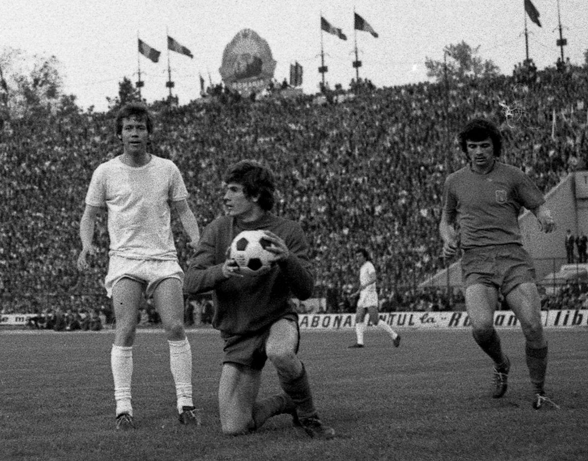 """39 de ani de când Vasile Iordache devenea """"Eroul de pe Wembley"""". Și de când primea nota maximă: """"Da, eu și Nadia ce am mai luat 10!"""" :)"""