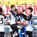 Răzvan Lucescu (52 de ani) îi sfătuiește pe Dennis Man (22 de ani) și Valentin Mihăilă (21 de ani) să rămână la Parma, chiar dacă ar evolua în Serie B sezonul următor.