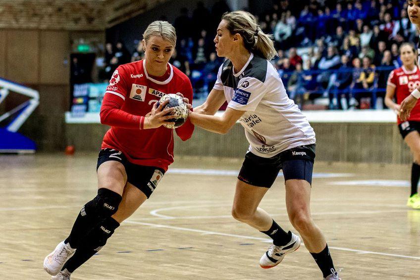 Brăileanca Aneta Udriștioiu (stânga), în duel cu Iulia Curea, a aflat contra cui va juca în octombrie Foto sportpictures.eu