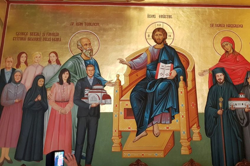 Familia Becali, pictată pe pereții mănăstirii / FOTO basilica.ro