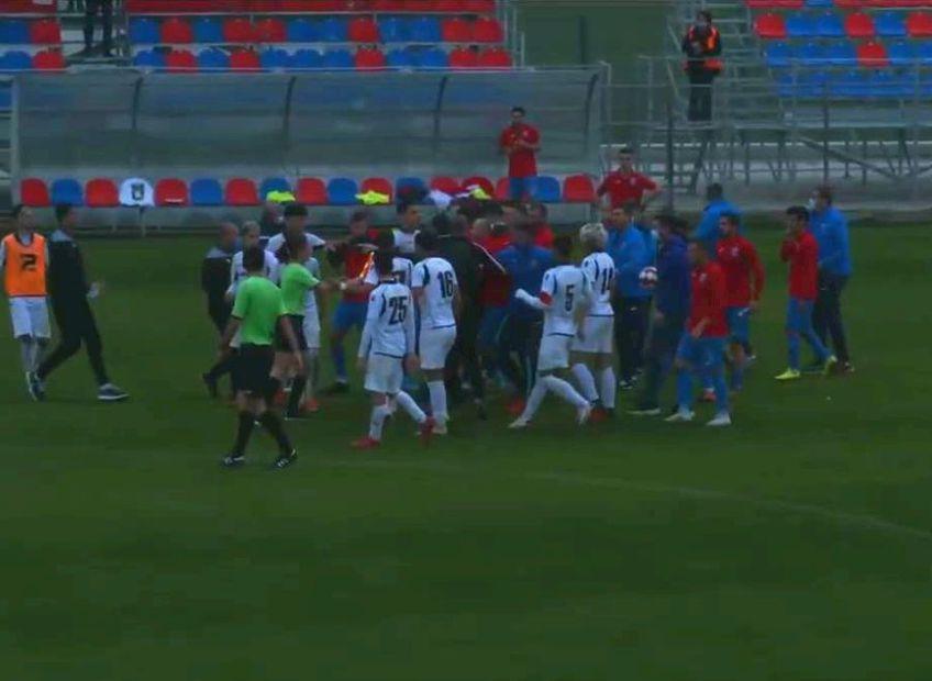 După fluierul final al partidei, Daniel Oprița a fost implicat într-un conflict cu jucătorii adverși. Antrenorul Stelei susține că a fost înjurat de un oponent și că și-a pierdut cumpătul.