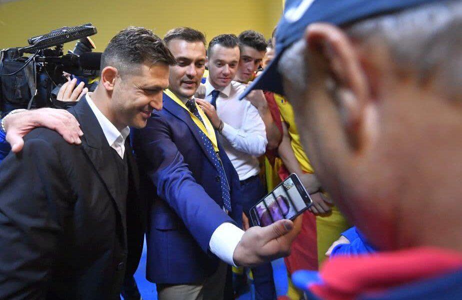 Mirel Rădoi (39 de ani) a dezvăluit că în perioada în care ocupa postul de selecționerul al României U21, mai multe persoane ar fi fost dispuse să îi ofere 50.000 de euro pentru a chema un anumit jucător la lot.