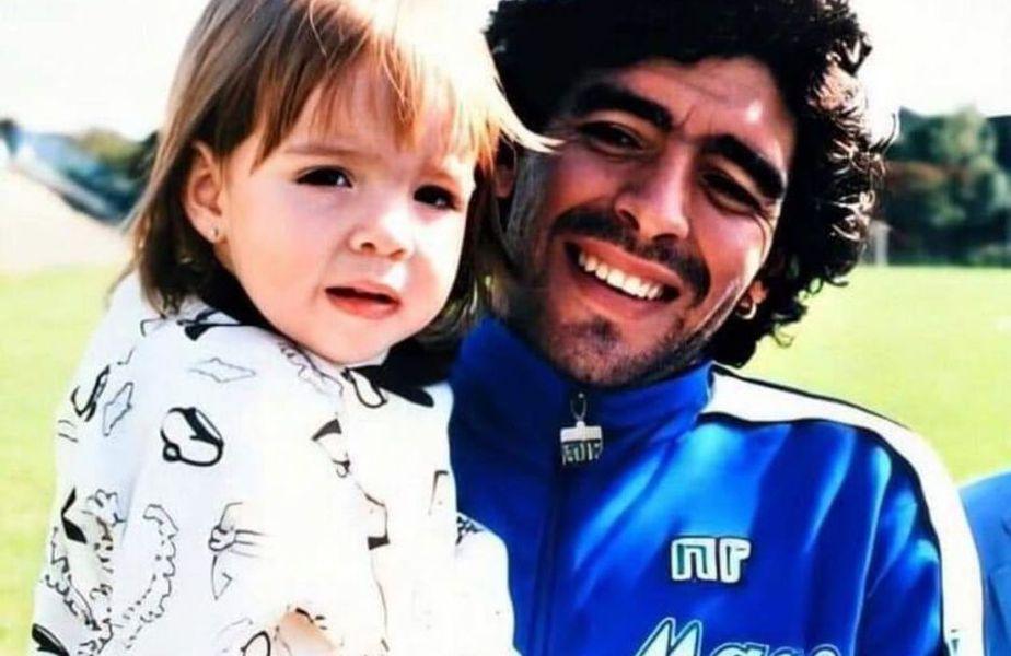 Diego Maradona a muritmiercuri, 25 noiembrie 2020, la doar 60 de ani. Dalma, una dintre fiicele sale, a scris un mesaj emoționant pe contul de Instagram.
