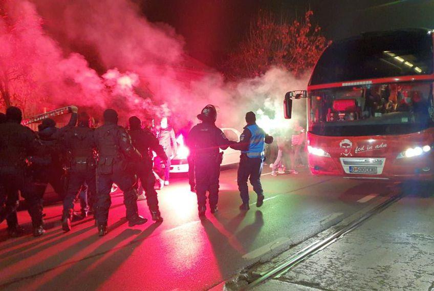 Fanii lui Dinamo simt momentul critic prin care trece echipa lor favorită. foto: Vlad Nedelea