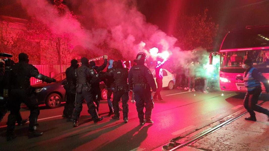 Fanii lui Dinamo s-au strâns lângă stadion, înaintea meciului cu Viitorul