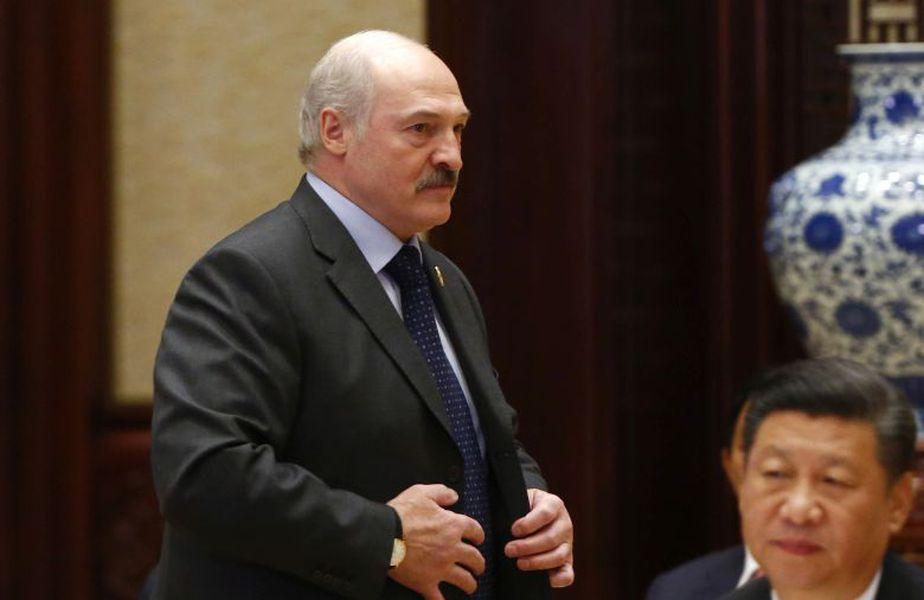 Alexander Lukașenko (65 de ani), președintele Belarusului, a participat sâmbătă la un meci de hochei pe gheață la Minsk, în fața unei audiențe numeroase.