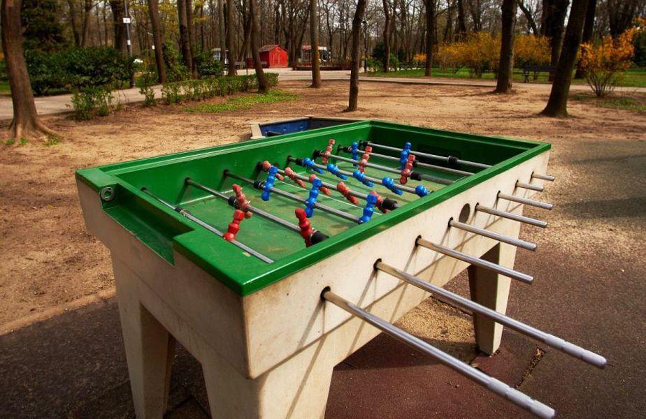 Parcurile sunt goale, iar locurile de joacă sunt dezolant de colorate / foto: Raed Krishan