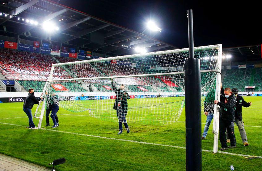 Poarta cu probleme dinainte de meciul Elveția - Lituania, foto: Imago