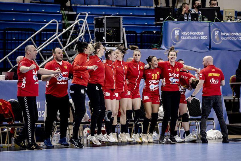 Danezul Kim Rasmussen a fost înlocuit cu Bojana Popovici la 8 zile după ce a câștigat grupa de calificare pentru Jocurile Olimpice! Federația din Muntenegru nu a oferit nicio justificare.