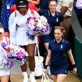 Simona Halep și Serena Williams ieșind de la cabinele Wimbledon, foto: Guliver/gettyimages