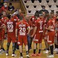 Dinamovistii la un time-out primind indicatii de la Constantin Ștefan FOTO sportpictures.eu
