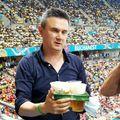 Gică Popescu și Cristi Balaj au urmărit Franța - Elveția din mijlocul suporterilor. FOTO: Gazeta Sporturilor